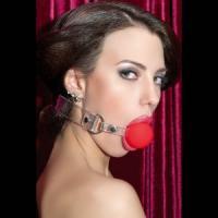Красный силиконовый кляп-шар на прозрачных ремешках
