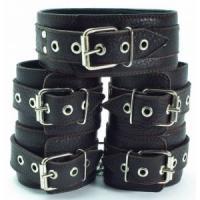 Набор коричневых фиксаторов: наручники с мехом, наножники и ошейник